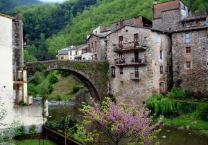 Путешествие в Osor (Старинные города Пиренеев)